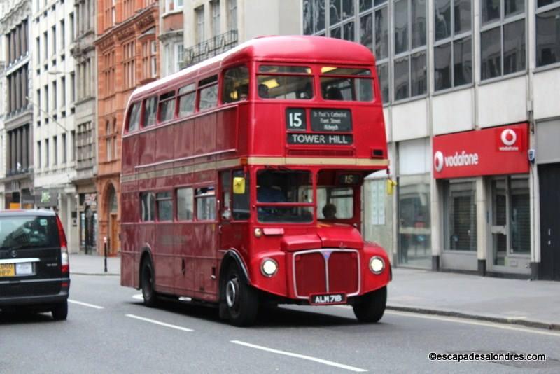 A la découverte de la ville à bord d'un Bus de style ancien