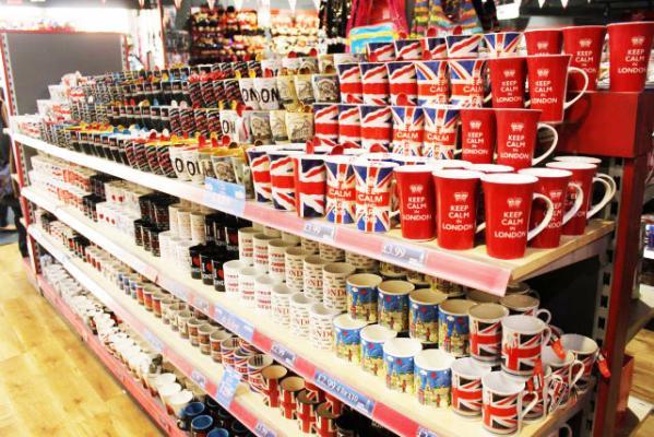 O acheter des souvenirs tee shirts mugs ou portes cl s i love london q - Shopping pas cher londres ...