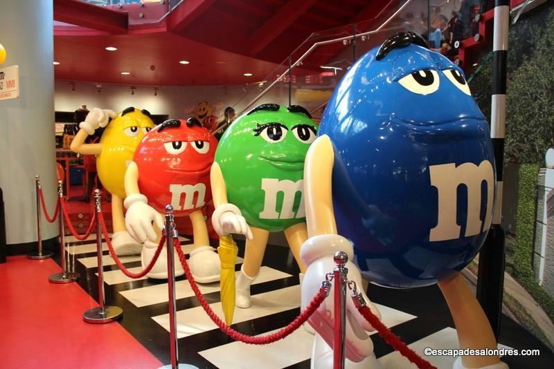 L'incontournable M&M's World London le plus grand magasin de bonbons en Europe!