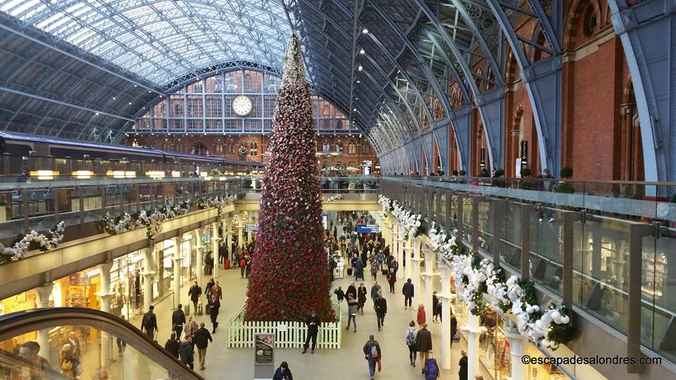 Saint pancras christmas tree