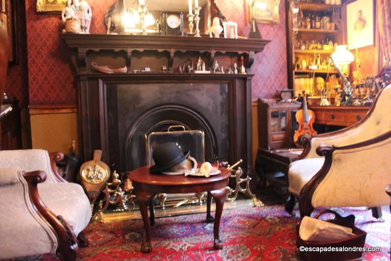 the sherlock holmes mus um 221b baker street. Black Bedroom Furniture Sets. Home Design Ideas