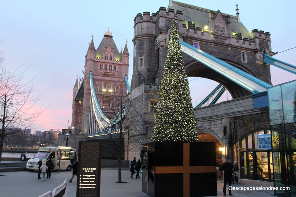 Tower bridge christmas tree