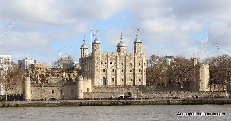 La tour de londres une forteresse m di vale for Tour de verre a londres