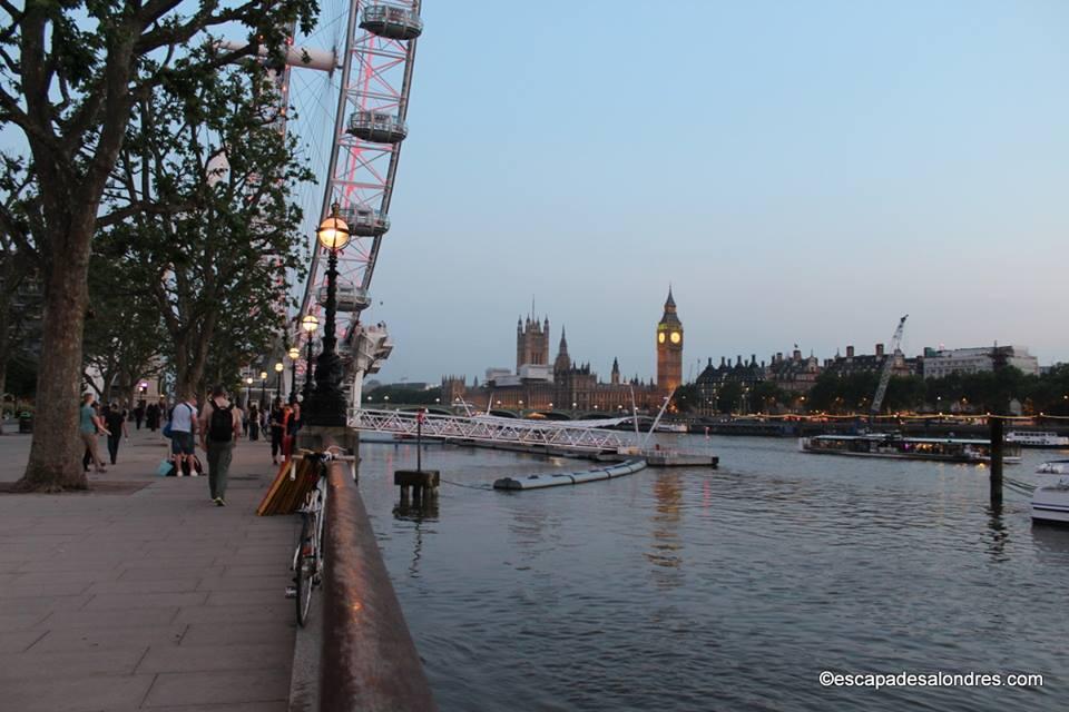 Queen' s Walk London