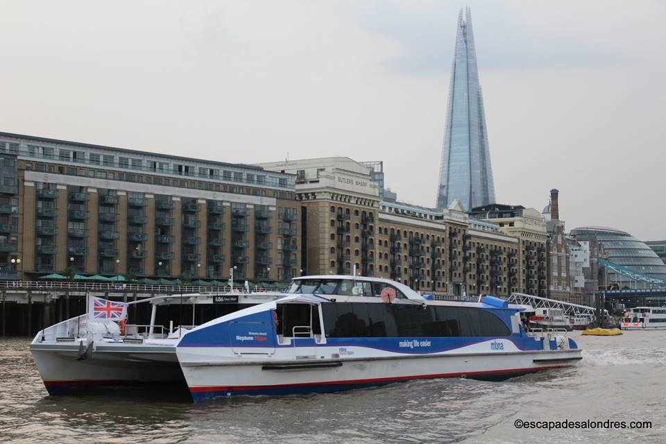 Thames clippers river bus