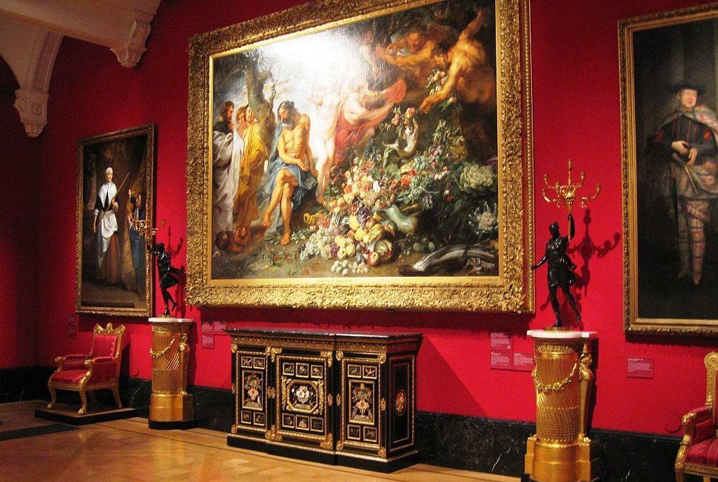 The queens gallery inside 2